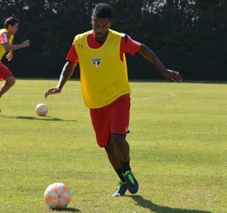 Michel Bastos em treino do São Paulo (Foto: Site oficial/www.saopaulofc.net)