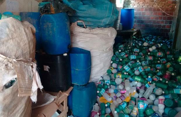 Fabrica de falsificação de produtos de limpeza em Salvador (Foto: Polícia Civil de Ibicaraí)