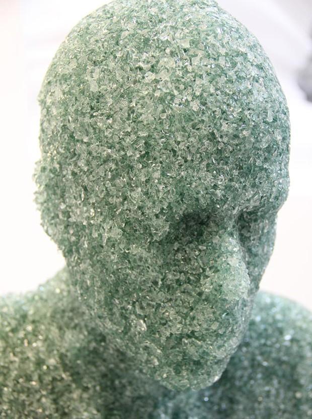 Artista americano criou 'homens de vidro' (Foto: Divulgação)