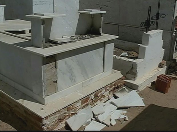 Não é a primeira vez que cemitério é alvo de vandalismo. (Foto: Reprodução/ TV Globo)