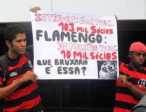 manifesto da torcida do Flamengo na Gávea (Foto: Richard Souza / Globoesporte.com)