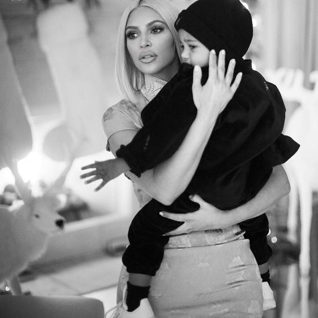Kim Kardashian e Saint West (Foto: Reprodução/Instagram)