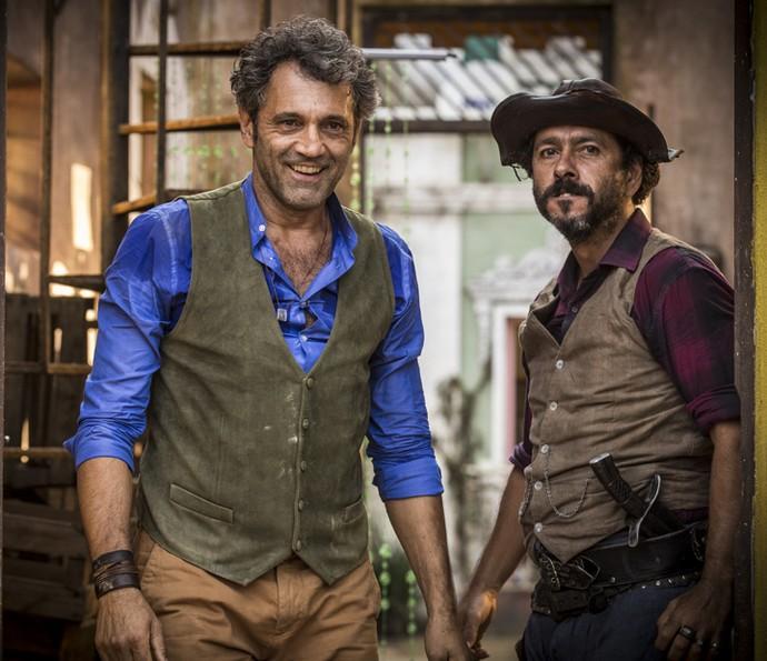 Rivais na trama, Domingos Montagner e Marcos Palmeira posam para as lentes do Gshow (Foto: Inácio Moraes/Gshow)