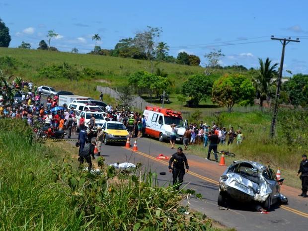 Acidente matou três e deixou um em estado grave (Foto: Genival Moura/G1)