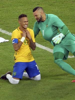 Weverton e Neymar Brasil x Alemanha (Foto: Reuters)