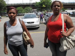 Mãe e esposa de um dos desaparecidos registrou o caso na 34º DP (Bangu) (Foto: Cristiane Cardoso / G1)