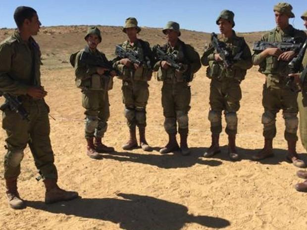 Para coronel da unidade, recrutar árabes é essencial para integração das comunidades  (Foto: BBC)