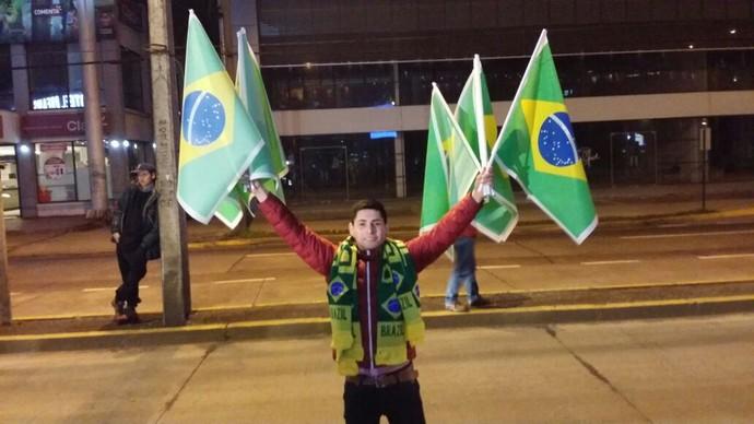 Torcida porta hotel seleção brasileira Temuco (Foto: Marcio Iannacca)