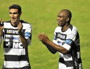Adilson comemora gol do XV (Foto: Claudinho Coradini/Divulgação XV)