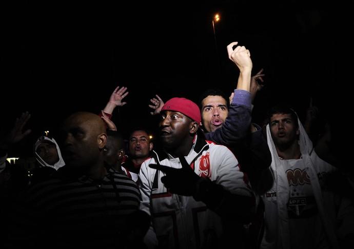 torcida são paulo protesto (Foto: Marcos Ribolli)