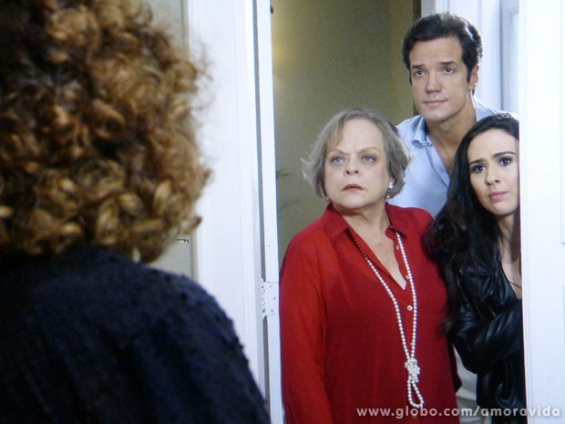 Eudóxia não quer ver Márcia nem pintada de ouro (Foto: Amor à Vida/TV Globo)