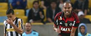 Flamengo vence Botafogo e deixa lanterna (André Durão/Globoesporte.com)