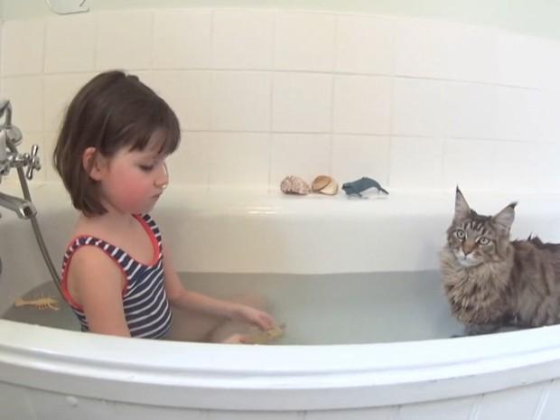 A gata Thula mudou a vida da garotinha (Foto: Cortesia Arabella Carter-Johnson)