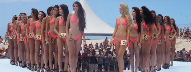 Candidatas ao título de Garota Verão competem em elimintarória regional (Foto: Gabriela Loeblein/G1)