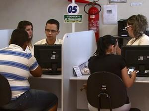 Casa do Trabalhador de São Carlos atende cerca de 300 pessoas por dia (Foto: Marlon Tavoni/EPTV)