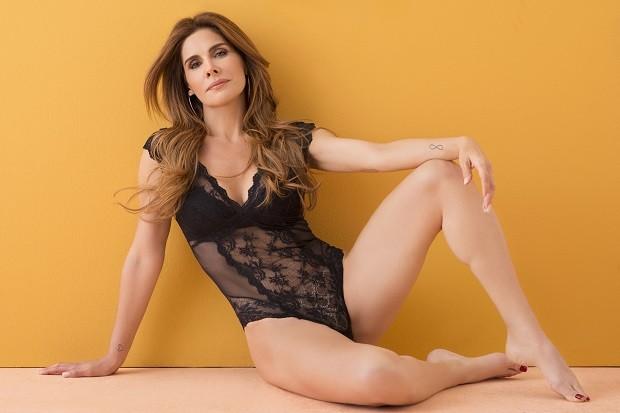 Aos 49 anos, Helena Fernandes fala de sexo e boa forma  (Foto: Faya/ Divulgação)