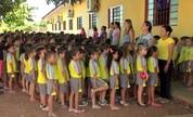 Pais reclamam que filhos são barrados em escola