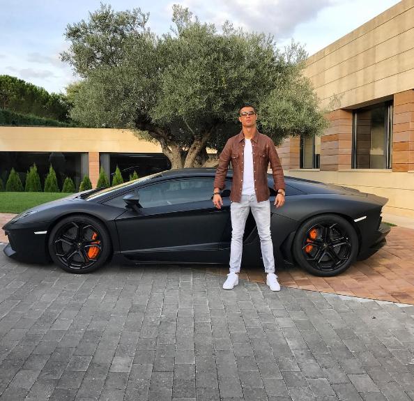 """BLOG: Cristiano Ronaldo tira onda com Lamborghini de R$ 4,5 milhões: """"Bom dia"""""""