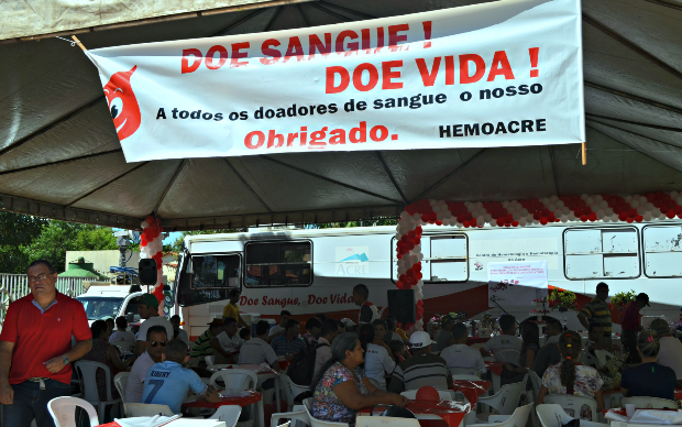 Tenda foi montada no pátio da Hemoacre para receber os doadores (Foto: Hellen Monteiro/ TV Acre)