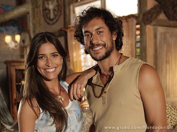 Maria Joana e Ligabue adoram ver a torcida pelo casal (Foto: Flor do Caribe / TV Globo)