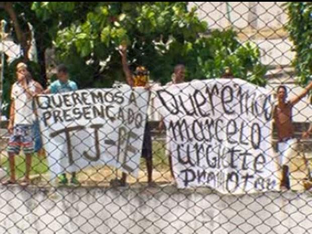 Presos pediam a presença do TJPE e do promotor Marcelo Ugiette (Foto: Reprodução/ TV Globo)