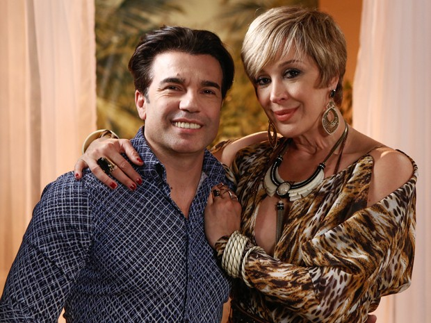 Claudia Raia posa ao lado do marido Jarbas Homem de Mello (Foto: Fábio Rocha/Gshow)