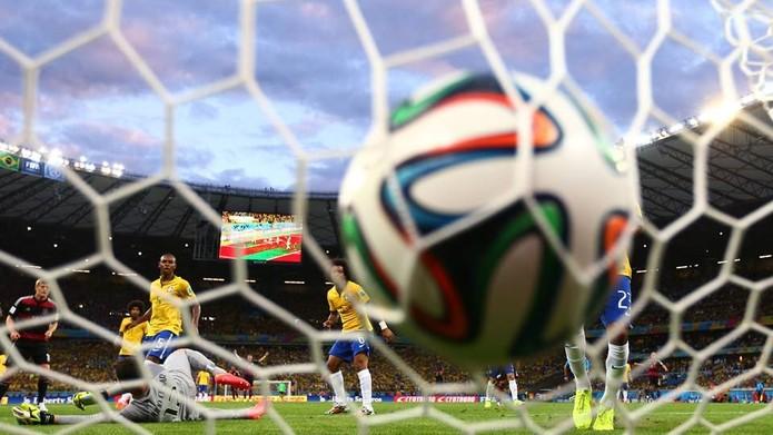 Derrota do Brasil para a Alemanha por 7 a 1 provoca recordes de comentários no Twitter (Foto: Divulgação/Facebook/Fifa)