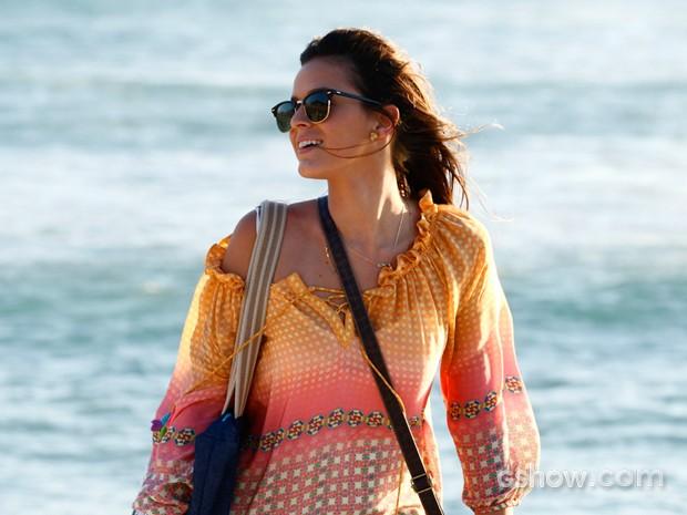 Bruna grava cenas da novela e se diverte em meio ao por-do-sol (Foto: Inácio Moraes/ TV Globo)
