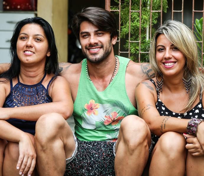 Renan do BBB16 com as irmãs Cleice e Natália (Foto: Fernanda Frozza/Gshow)
