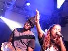 Anitta canta com Mumuzinho em show no Rio