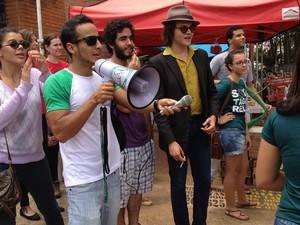 Veteranos de jornalismo dão boas-vindas aos pré-calouros da UFG (Foto: Gabriela Lima/G1)