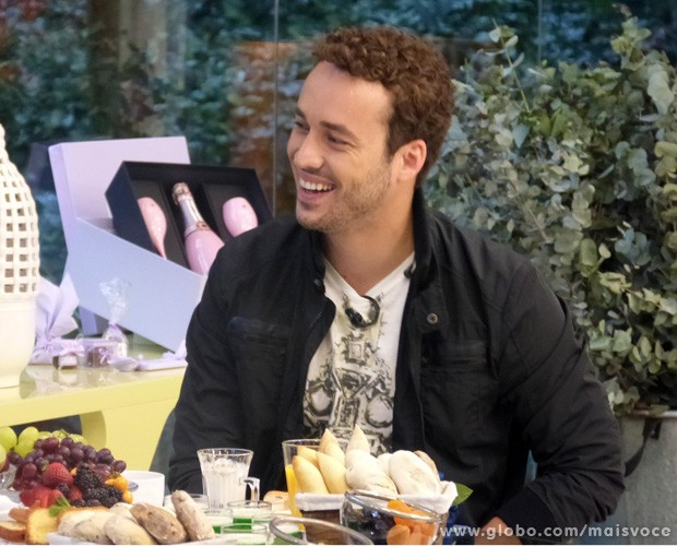 Rodrigo Andrade toma café da manhã com Ana Maria Braga (Foto: Mais Você / TV Globo)