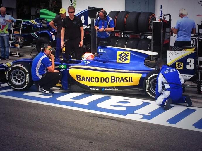Felipe Nasr pouco antes de ir para a pista no treino classificatório da GP2 (Foto: Reprodução/Twitter)