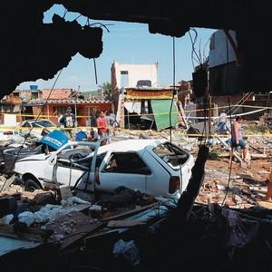 DESTRUIÇÃO O local em Campo Grande atingido por rompimento de adutora. Manifestantes encontraram mais um motivo para hostilizar o governador  Sérgio Cabral (Foto: Custodio Coimbra/Ag. O Globo)
