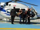 Anitta chega de helicóptero para desfilar em São Paulo: 'Fazendo a rica'