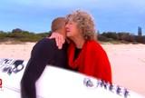 Ap�s voltar a surfar na Austr�lia, Mick Fanning v� tubar�o; confira o v�deo
