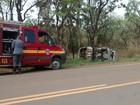Duas pessoas ficam feridas após carro capotar na BR-259, em Curvelo
