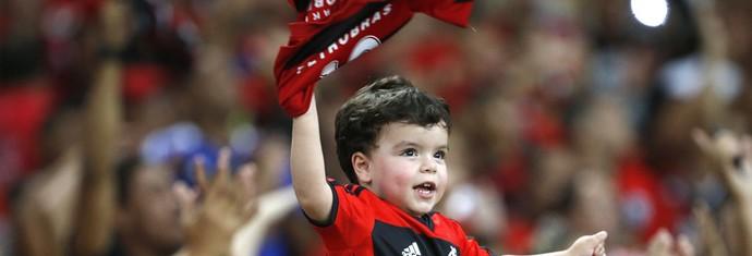 Torcedor criança flamengo maracanã (Foto: Ivo Gonzales / Agência o Globo)