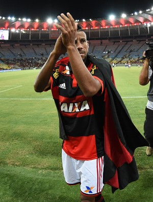Léo Moura, bandeira, Flamengo (Foto: André Durão)