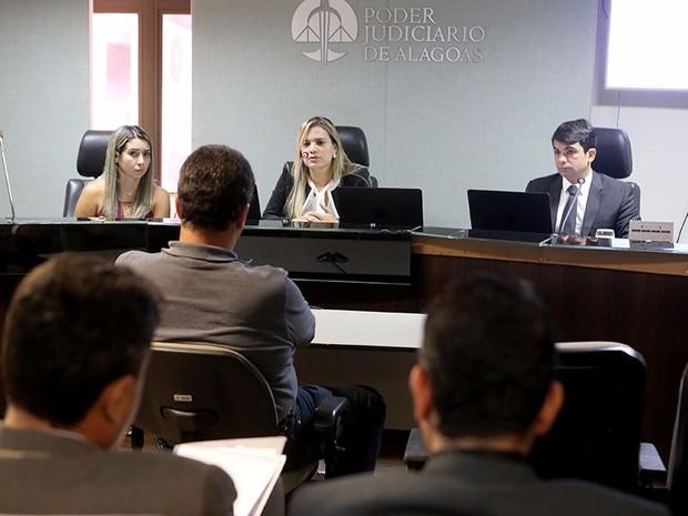 Juízes ouvem testemunhas em audiência de processo no caso Taturana (Foto: Caio Loureiro/Ascom TJ Alagoas)