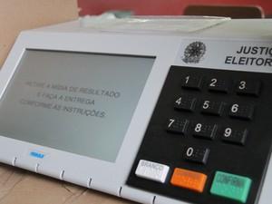 Urna eletrônica é finalizada após o processo eleitoral em Taubaté. (Foto: Carlos Santos/G1)