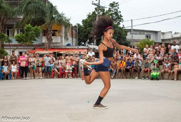 Imagens da exposição 'Passinho carioca' (Foto: Douglas Jacó / Divulgação)