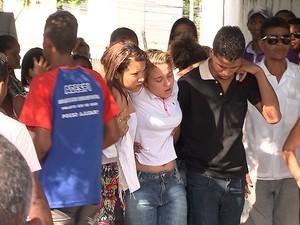 Enterro de dançarino do Guetho é Guetho, morto em salvador, Bahia (Foto: Reprodução/ TV Bahia)