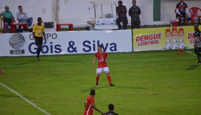 Patrocinador master continua com placas de publicidade nos jogos do Boa Esporte (Foto: Régis Melo)