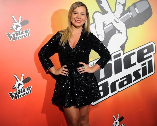 Fernanda Souza oosa nos bastidores do The Voice Brasil (Foto: João Miguel Júnior/Globo)