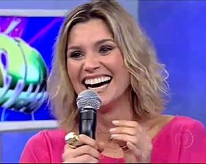 Flávia Alessandra no dia da entrevista no palco do 'Domingão', em 2009 (Foto: TV Globo)