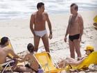Latino namora muito em praia no Rio