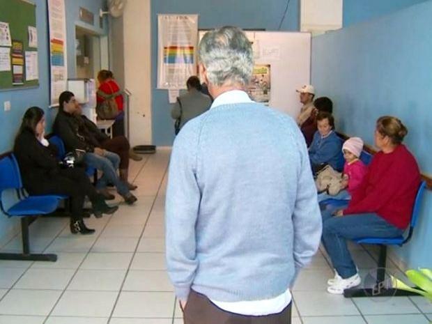 Pacientes aguardam atendimento no único pronto-socorro de São Pedro (Foto: Reprodução EPTV)