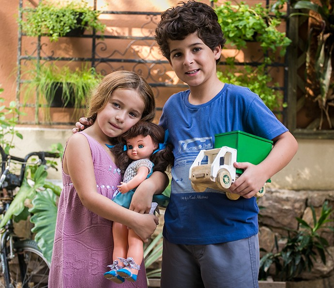 Yasmin Pereira e Luiz Felipe Mello caracterizados como Tancinha e Apolo na infância (Foto: Paulo Belote/Gshow)