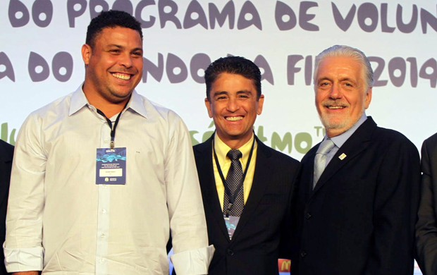 ronaldo bebe jaques wagner copa do mundo (Foto:  Manu Dias/Secom/Divulgação)